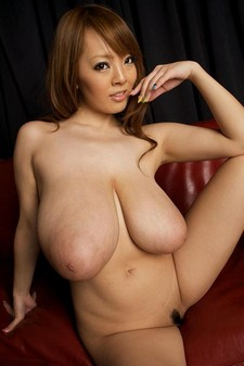 Busty Asian Hitomi Tanaka Hitomi wants to excite you